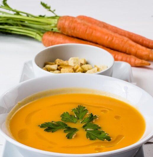 Cremet gulerodssuppe med fuldkornsbaguettes