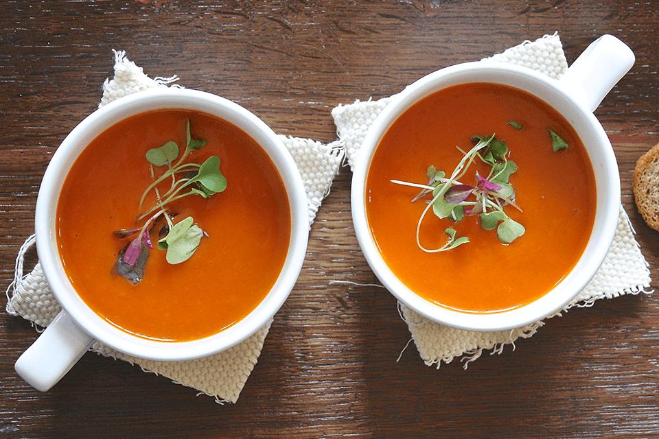 Nem og sund tomatsuppe