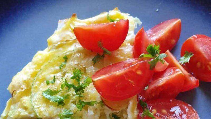 Kartoffelomelet m. røget makrel og grønt