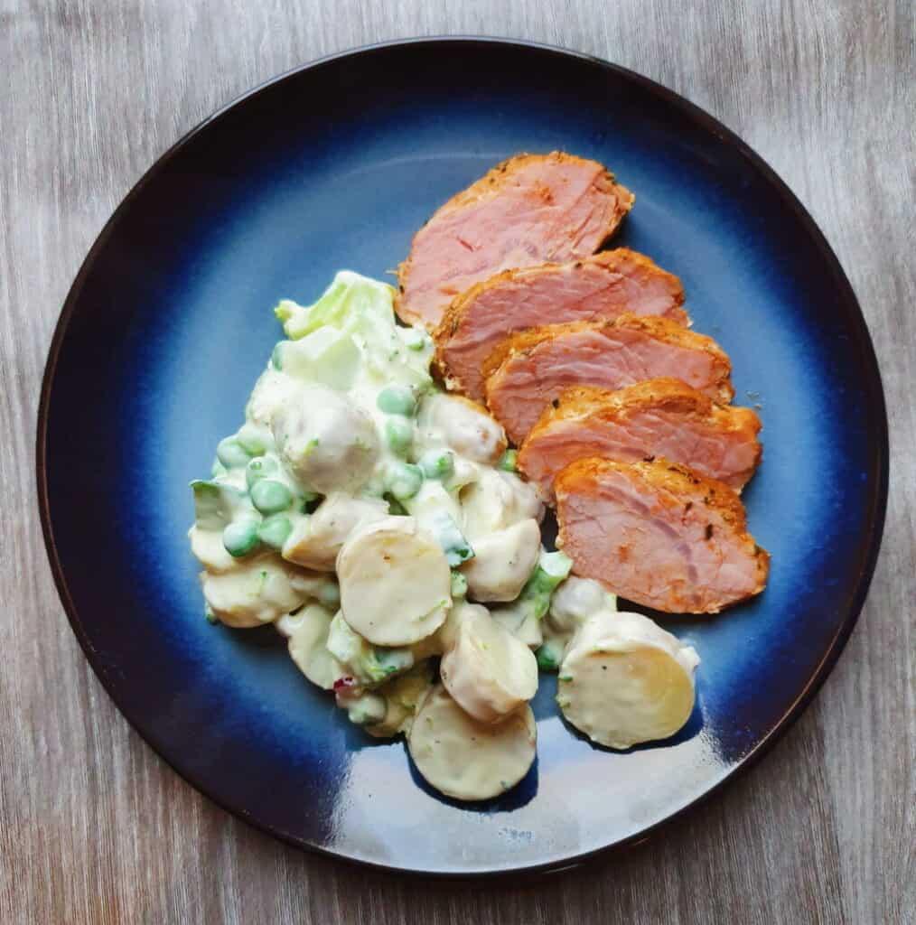 Krydret svinefilet med grøn kartoffelsalat