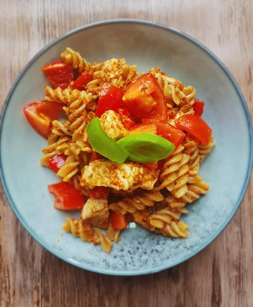 Rød pastasalat