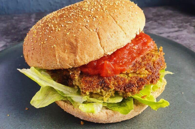 Falafelburger med hjemmelavet salsasauce