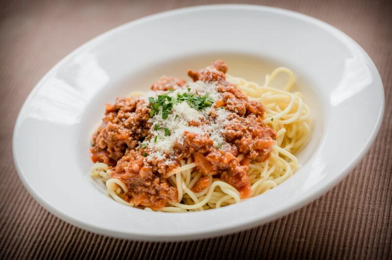Spaghetti med kyllinge-bolognese