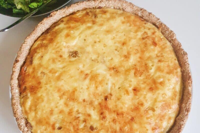 Grovtærte med karamelliserede løg