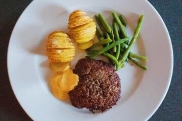 Hakkebøf med kartofler