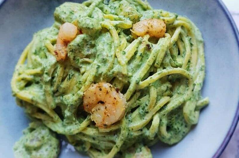 Cremet pasta med rejer og grønt