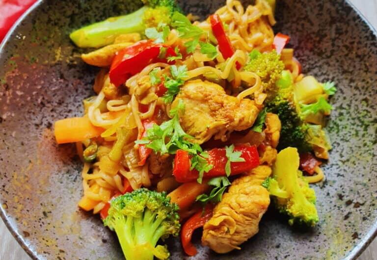Thai wok m. fuldkornsnudler
