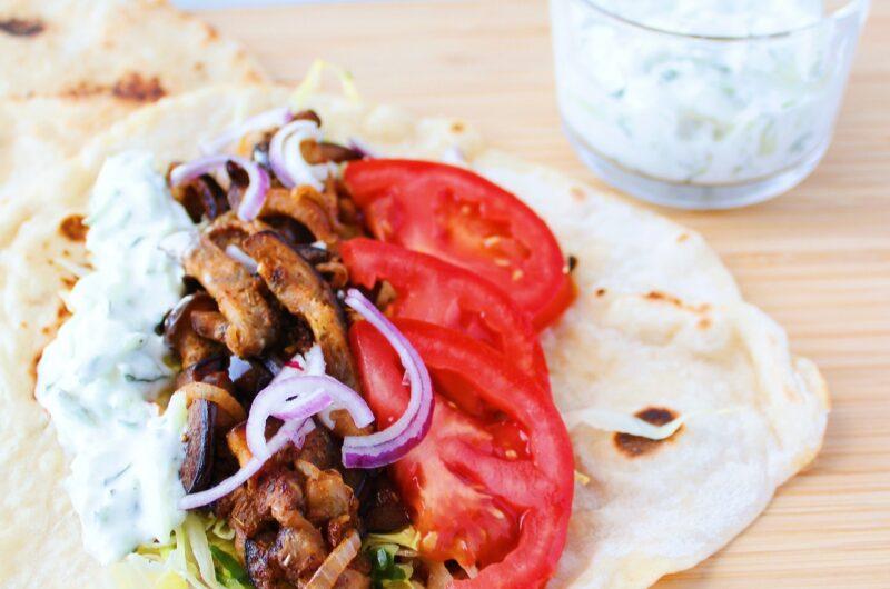 Fladbrød med græsk vegetarfyld