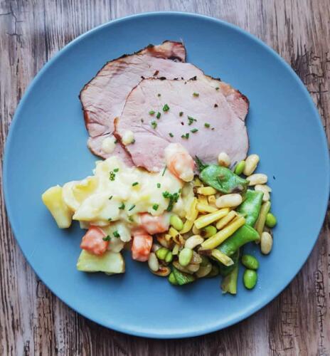 Røget skinke m. sennepstuvede kartofler og grøntsager