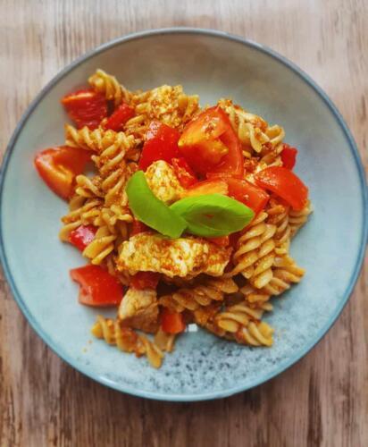 Rød pastasalat m. kylling