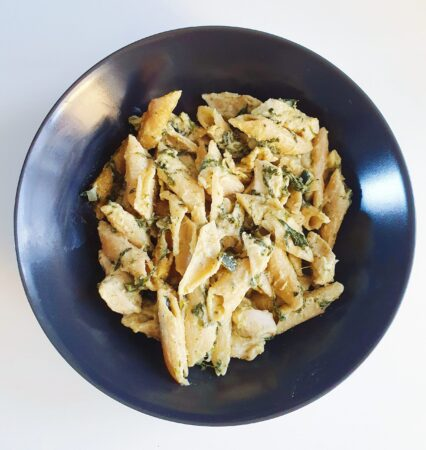 One pot pasta med spinat, squash og pesto