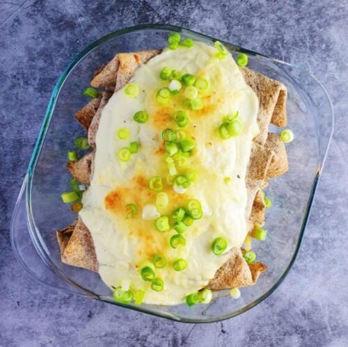 Hvide enchiladas med kylling og blomkålsbechamel