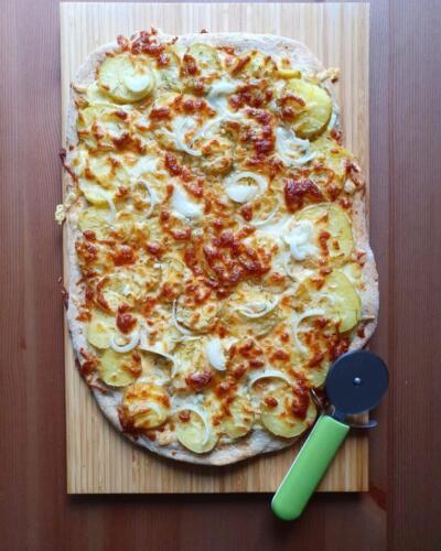 Hvid kartoffelpizza