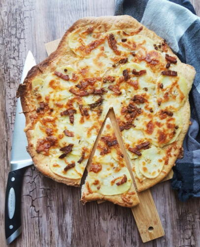 Kartoffelpizza m. bacon og rosmarin