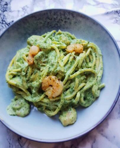 Cremet pasta m. rejer og grønt