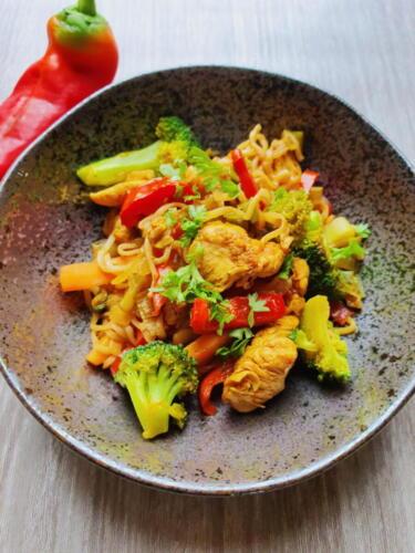 Thai wok med fuldkornsnudler