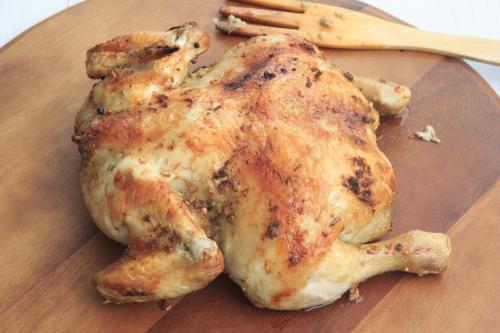 Helstegt kylling med ris og grøntsager